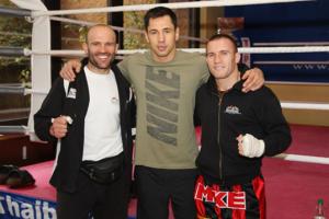BU: Um immer auf dem höchsten Level zu sein, trainiert Keta mit den Besten aus dem Kampfsport – beispielsweise mit Profiboxer Felix Sturm im Frühjahr 2011. Copyright: Kickboxen Deutschland