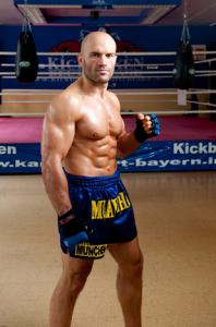 """BU: Jonny """"The Bull"""" Keta ist auch im Alter von 34 Jahren topfit und will am 19. November um den ISKA Weltmeistertitel im Kickboxen kämpfen.  Copyright: Kickboxen Deutschland"""