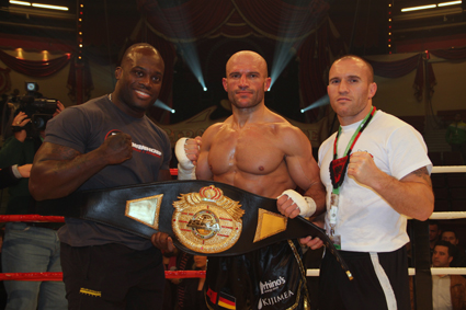 "BU: Melvin Manhoef, Jonny ""The Bull"" Keta, Mike Keta (v.l.n.r.)"