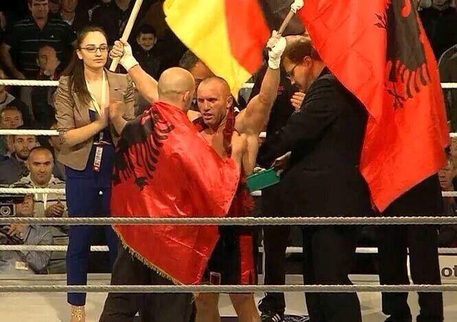 Mike Keta siegt durch KO über Marrat Khuzeev